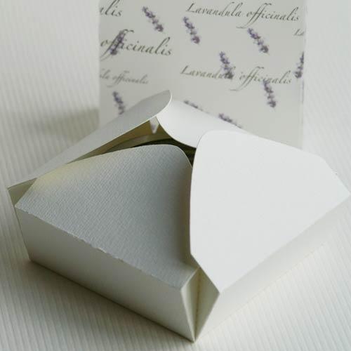 Faltkarton von Olionatura® (Plottervorlage) mit Schmuckpapier »Lavendel«