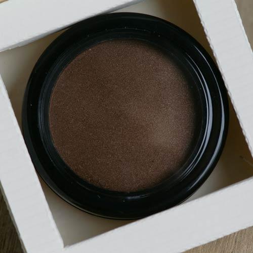Produktkarton für die Compaktdose 36 mm von Olionatura®: Die Vertiefung ist exakt auf die Maße der Dose abgestimmt.