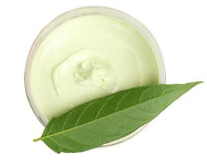 Creme mit grünem Blatt