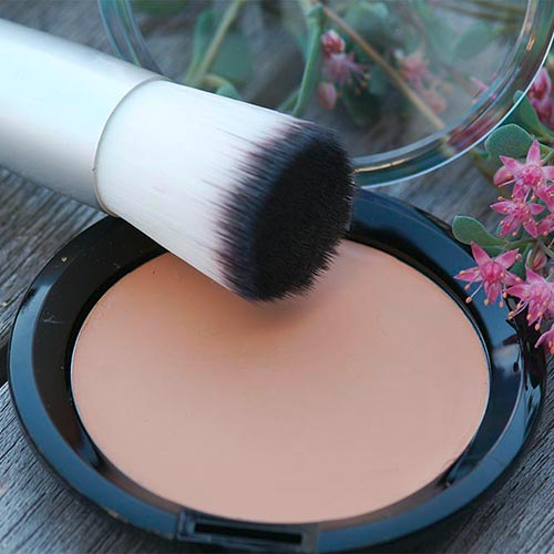 Satin Compact Foundation in der 56-mm-Compact-Dose