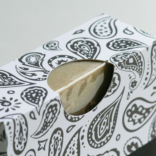 Detail: 2-teiliger Produktkarton mit rundem Ausschnitt, ideal für Seifen