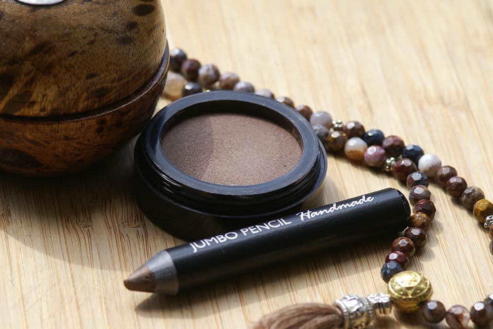 Eye Liner und Eye Shadow mit Colorona® Aborigine Amber (nach Formulierungen von Olionatura®)