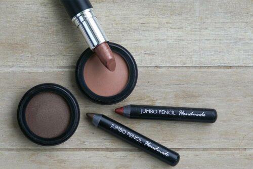 Jumbo Pencils, Lippenstifte, Bronzer und Eyeliner von Olionatura