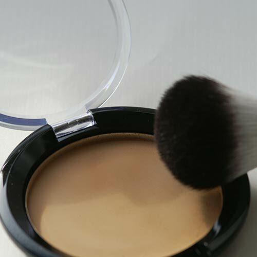 Meine mit Puderpressscheibe gepresste Mineral Foundation, in der Make-Up-Compact-Dose, 56 mm