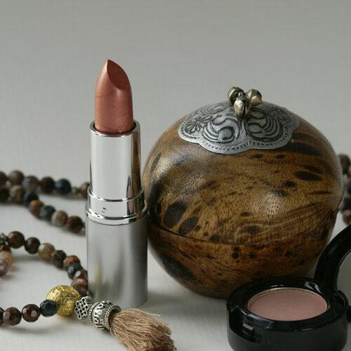 Lippenstift mit Pearlescent Mica Garnet