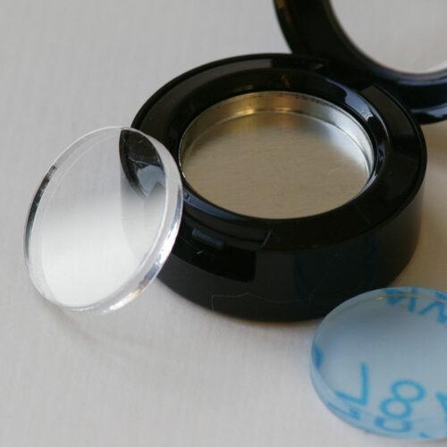 Puderpressscheibe aus Acryl, für Puderdose 25 mm, hier mit Puderdose und Puderpfanne
