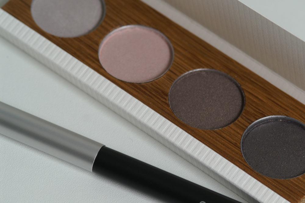 Eyeshadow Case aus gepltem Massivholz mit einem Schuber aus Karton