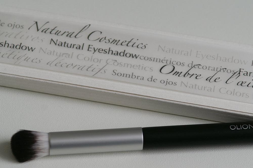 Banderole für das Eyeshadow Case aus gepltem Massivholz mit einem Schuber aus Karton