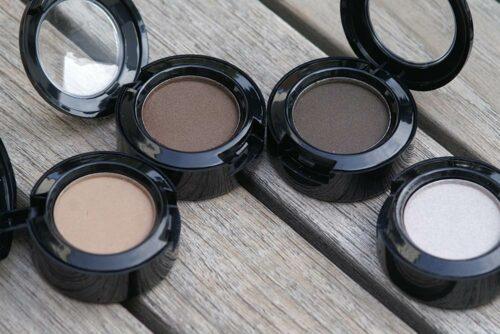 Matte Mineral Eyeshadow, in 26-mm-Kompaktdosen, nach einer Formulierung von Olionatura